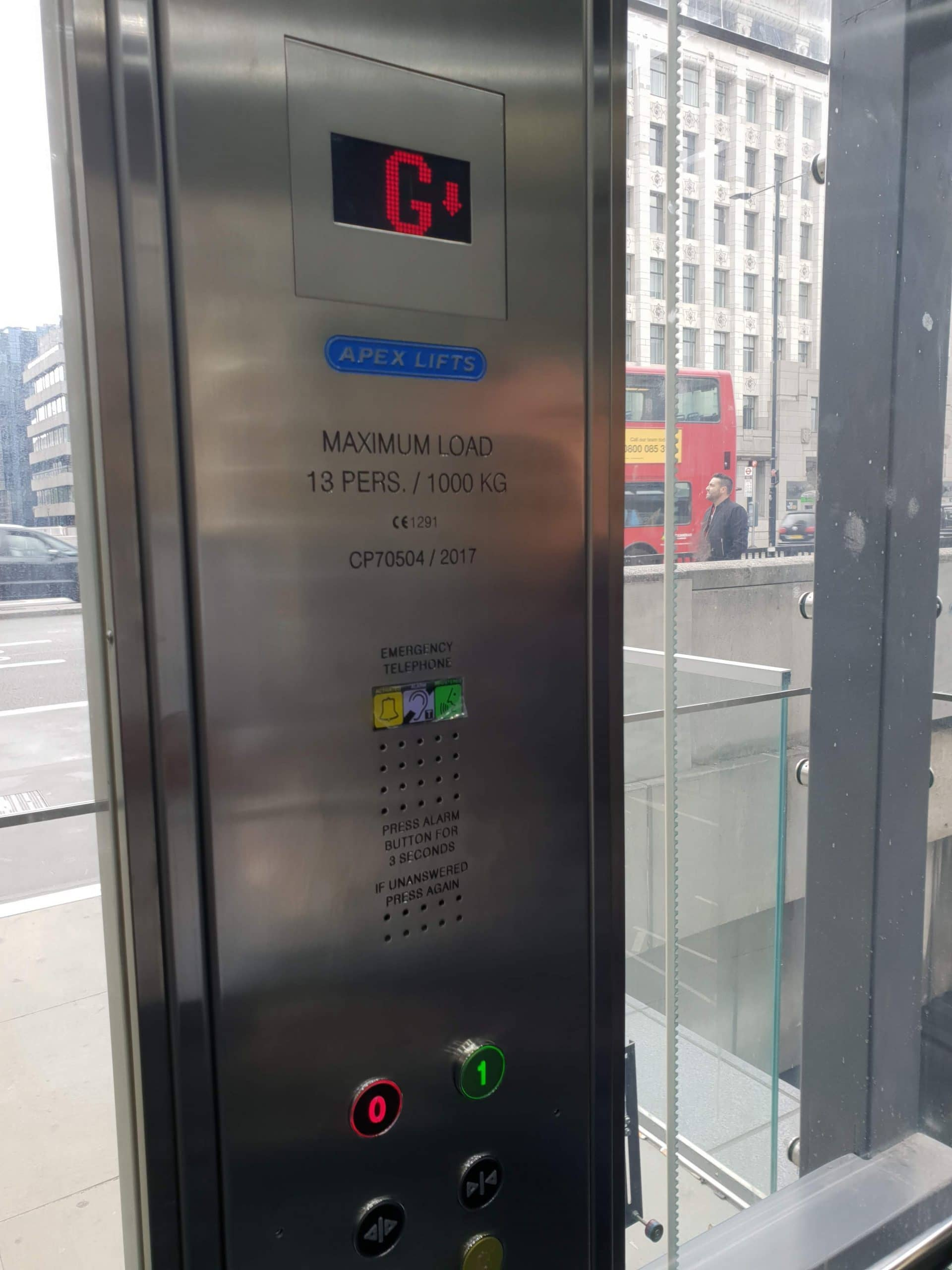 LONDON BRIDGE OUTDOOR LIFT
